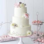 薄いピンクのウェディングケーキ